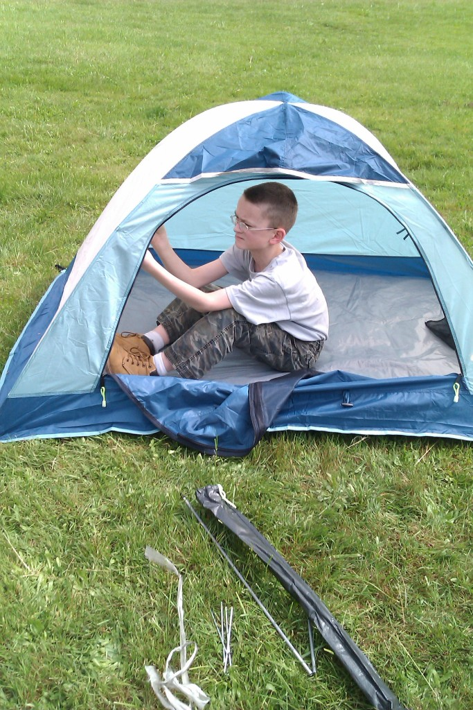 KHM putting up tent Copyright Adrienne Z. Milligan of Gluten Free Preppers